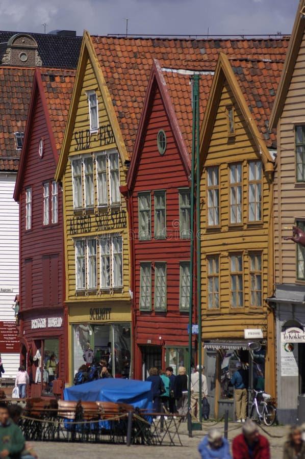 Gestaltete Gebäude klassischen Bauholzes BERGEN/NORWAY am 10. Juli 2006 von lizenzfreie stockbilder