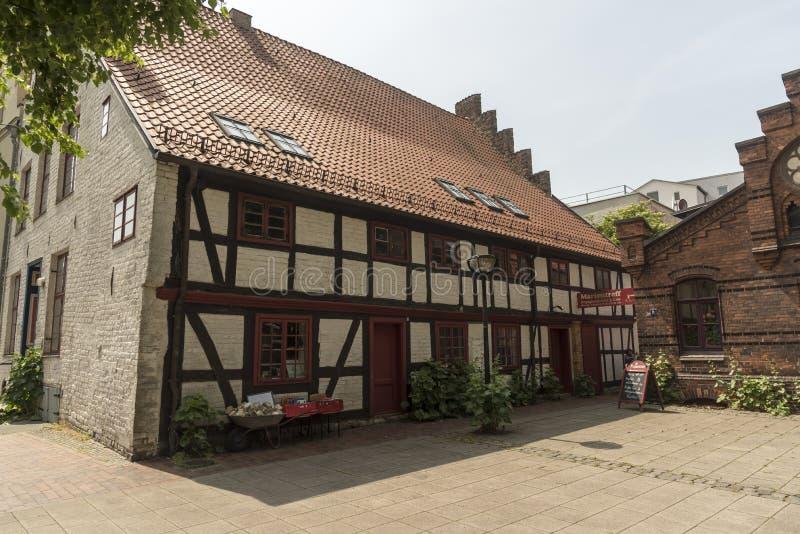 Gestaltetes Gebäude Rostock Deutschland des alten halben Bauholzes lizenzfreies stockbild