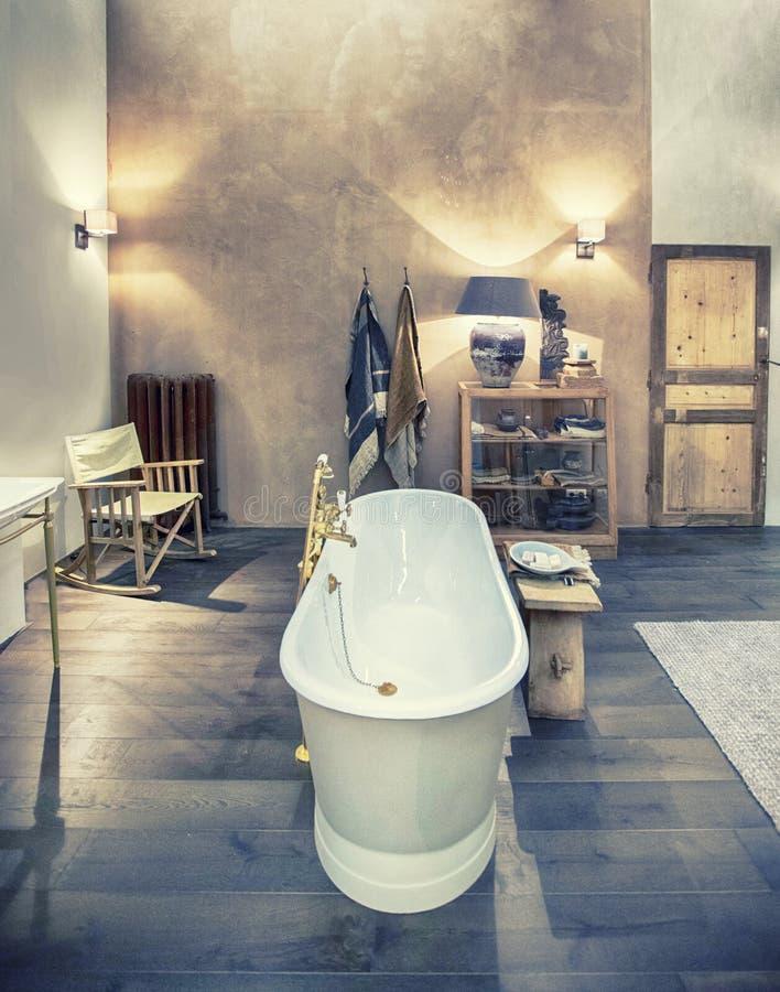 Gestaltung der Inneneinrichtung des Badezimmers stockfotos