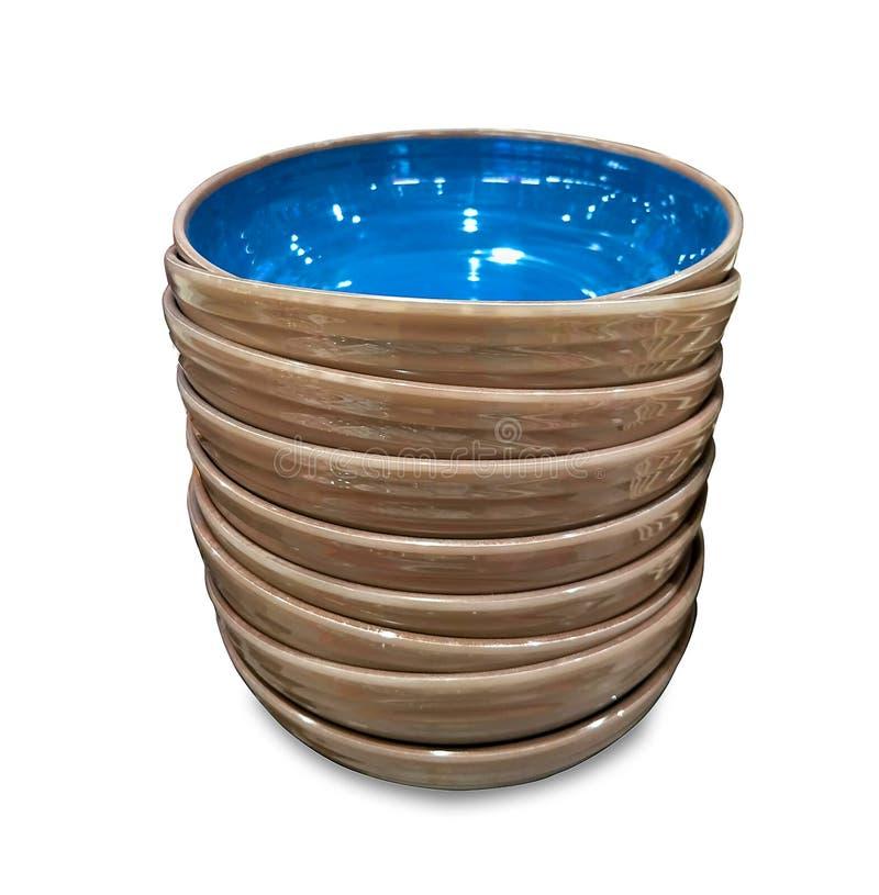Gestapeld ceramisch aardewerk geïsoleerd op witte achtergrond stock afbeelding