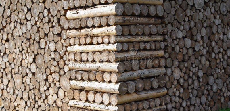 Download Gestapeld hout stock afbeelding. Afbeelding bestaande uit kopspijker - 34825