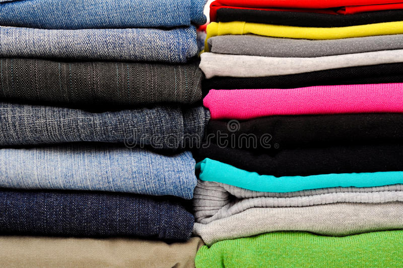 Gestapelde kleren stock afbeelding