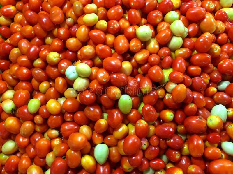 Gestapelde tomaten in massa royalty-vrije stock afbeeldingen