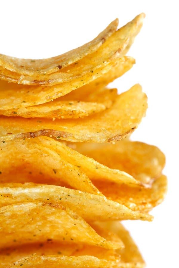 Gestapelte goldene popato Chipsletten trennten stockfoto