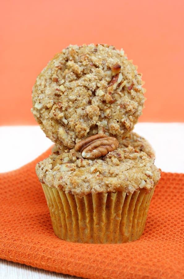 Gestapelte Kürbis-Mutteren-Muffins lizenzfreie stockfotos