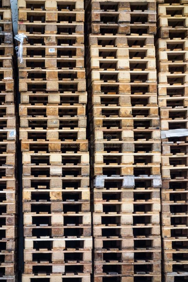 Gestapelte Ladeplatten lizenzfreies stockfoto