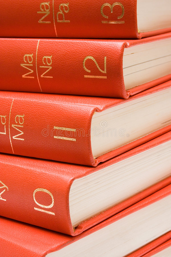 Gestapelte rote Bücher (nahe Ansicht) lizenzfreie stockfotos
