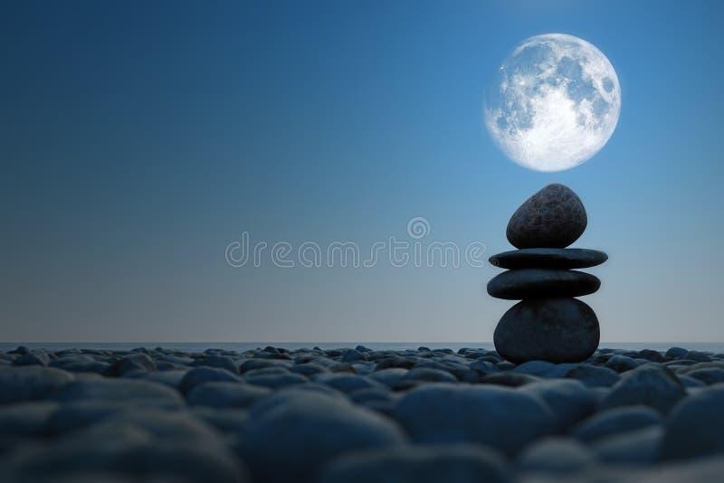Gestapelte Steine im Mondschein stock abbildung