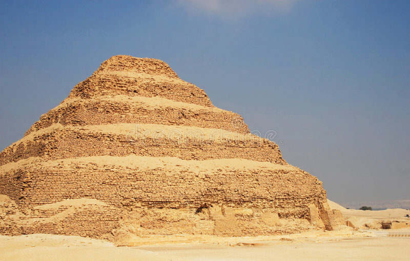 Gestapte Piramide stock afbeeldingen