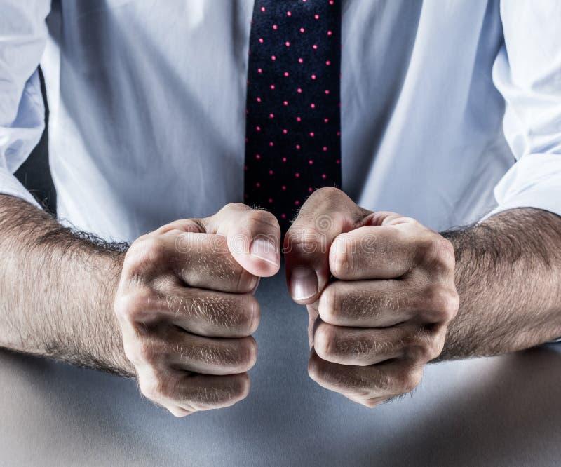 Geste de main, symbole du courage, puissance, conviction, union ou impatience images stock