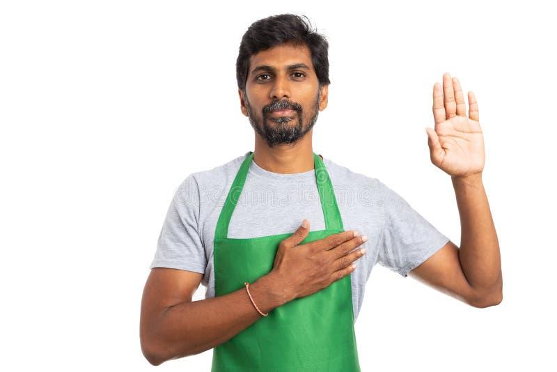 Geste de serment des employés d'hypermarché image stock