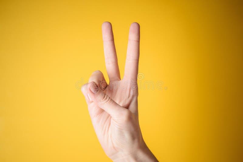 Geste de victoire de main de femme images libres de droits