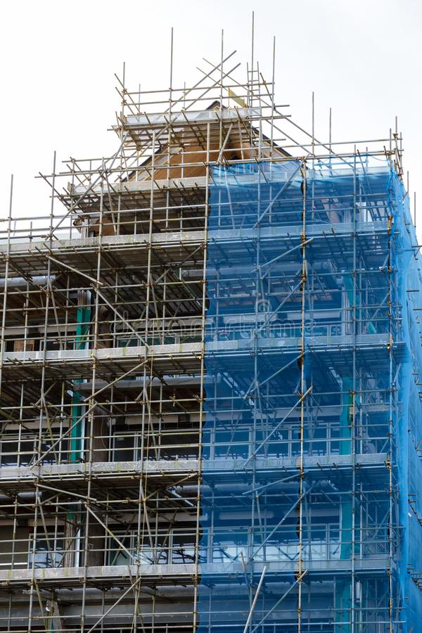 Gestell auf Wohngebäudehochbaustandort stockbilder
