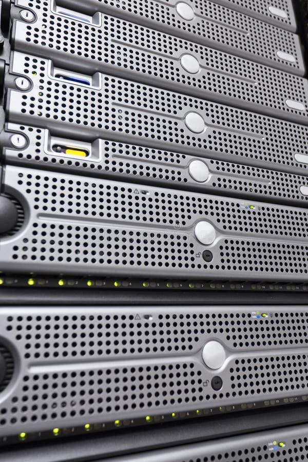 Gestell-Server in Datacenter lizenzfreie stockfotos