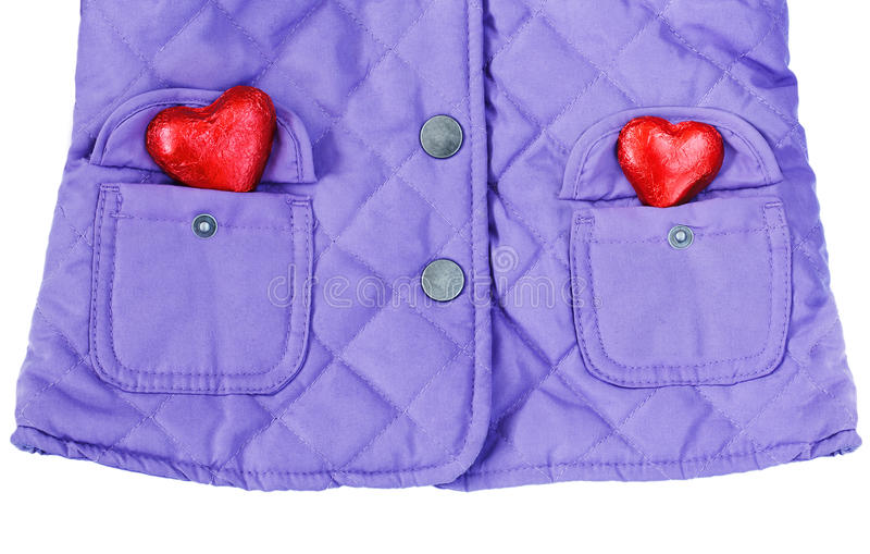 Gesteppte Jacke, zwei rote Herzen in den Taschen lizenzfreie stockfotografie