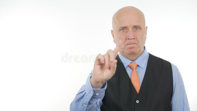 Gestes de main sérieux d'Image Make No d'homme d'affaires image libre de droits