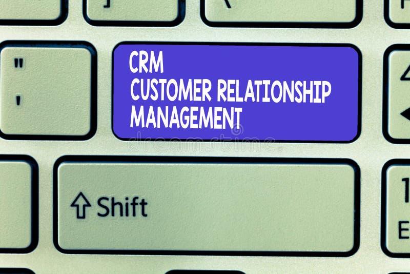 Gestión de la relación del cliente de Crm del texto de la escritura de la palabra El concepto del negocio para Manage y analiza l fotografía de archivo libre de regalías
