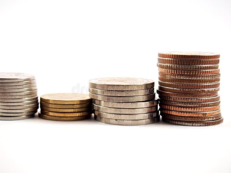 Gestión financiera, monedas, dinero tailandés, en el fondo blanco foto de archivo