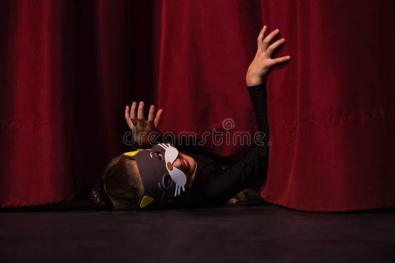 Gesticular vestindo da máscara do dançarino de bailado foto de stock