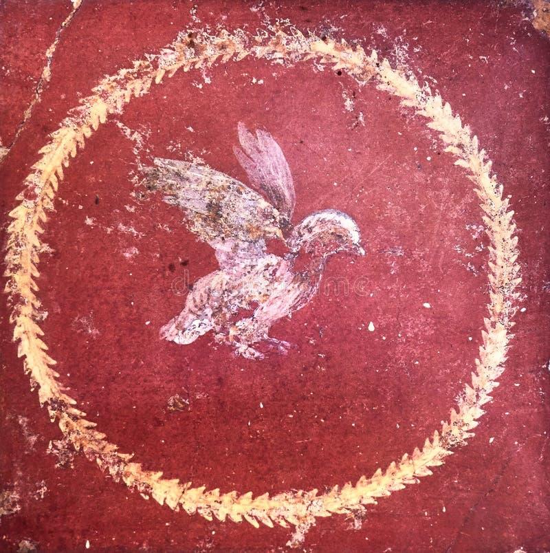 Gestileerd cijfer van een vogel op een rode achtergrond, oude Roman fresko in een domus van Pompei royalty-vrije stock fotografie