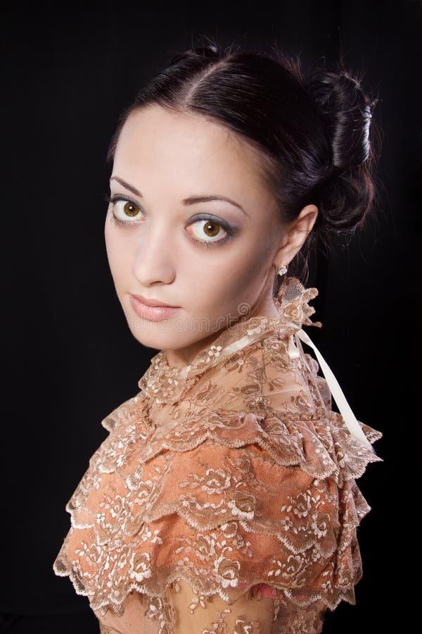 Gestileerd portret van vrouw in historisch kostuum royalty-vrije stock foto