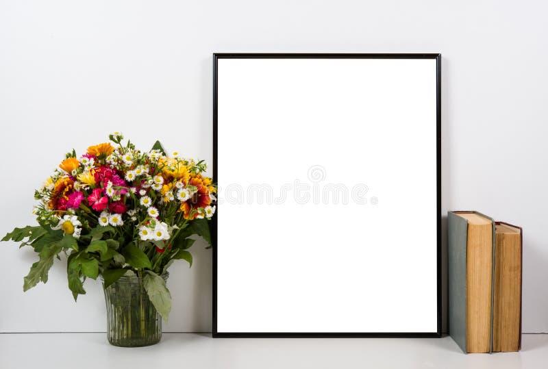 Gestileerd tafelblad, leeg kader, het schilderen de binnenlandse spot van de kunstaffiche royalty-vrije stock afbeelding