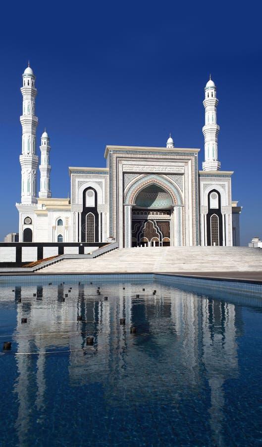 Gestileerde foto's van een nieuwe moskee in Astana. Kazachstan stock afbeelding