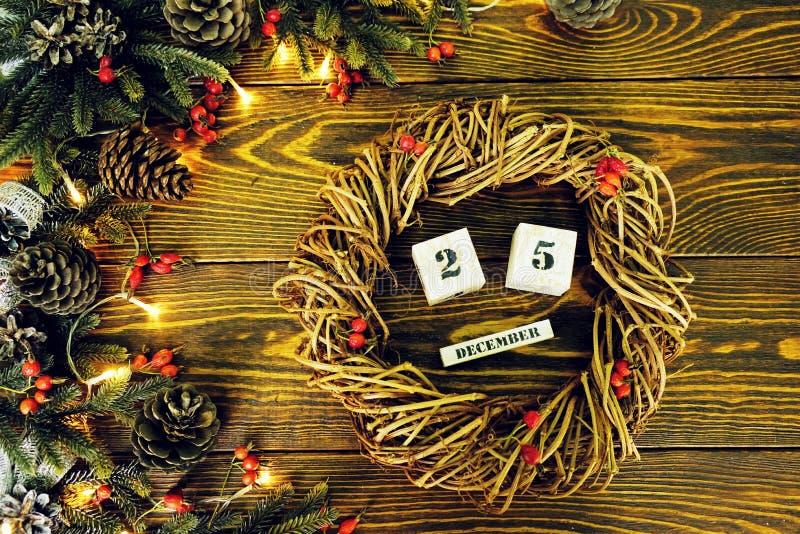 gestileerde plattelander nieuw jaar, de uitstekende achtergrond van de stijl houten textuur Gelukkig Nieuwjaar 2019 groeten op ho stock afbeelding