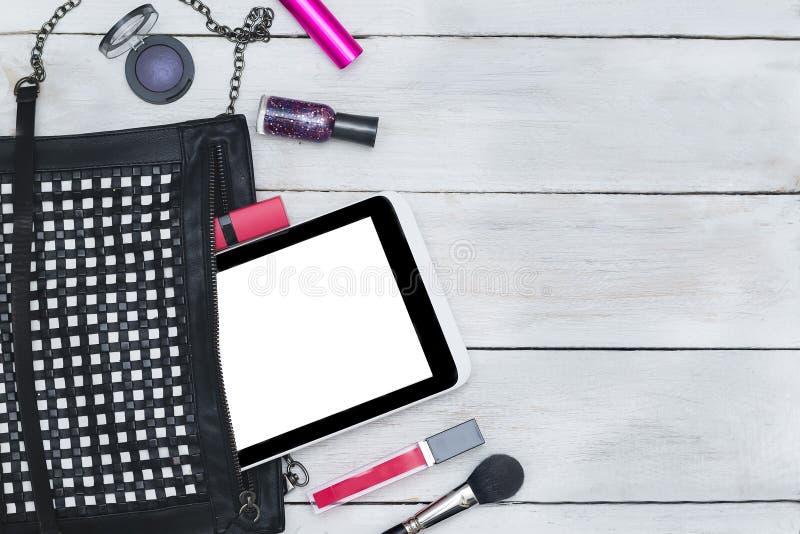 Gestileerde vrouwelijke Desktop - de vlakte van de vrouwenmanier legt punten op woode stock foto