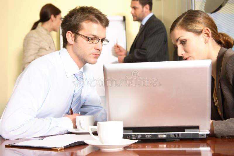 Gestion de réseau - groupe de personnes coopération images stock