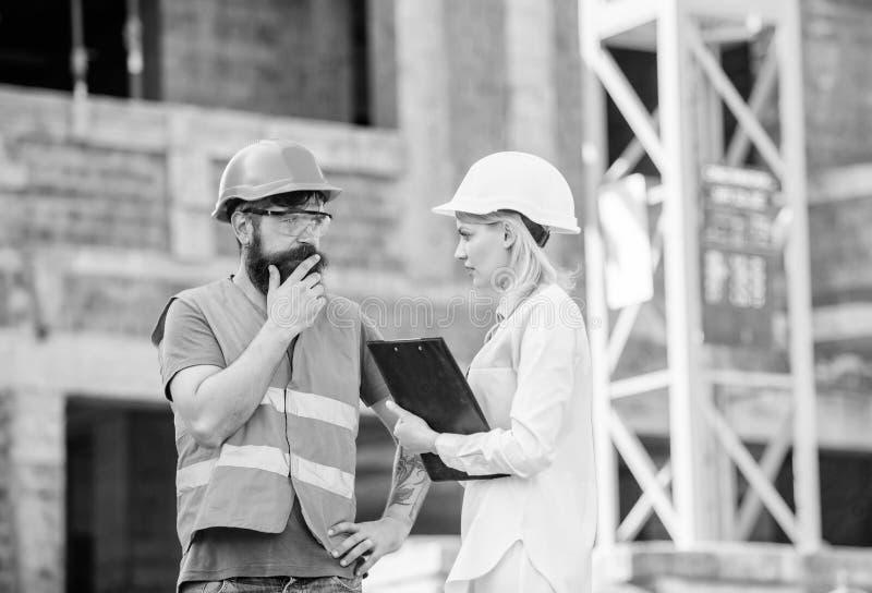 Gestion des projets de construction Projet industriel de construction Concept d'industrie du b?timent Discutez le projet de progr photo stock