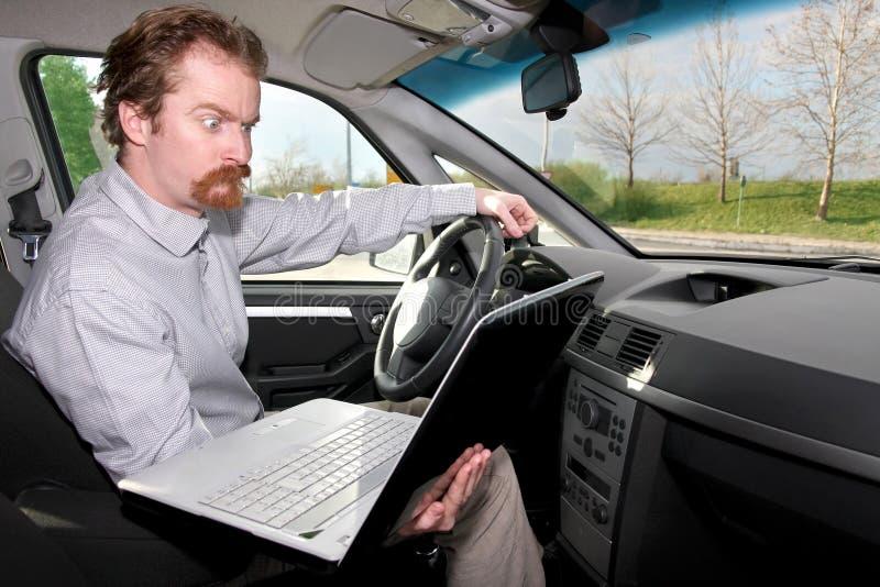 Gestionnaire à l'aide de l'ordinateur portatif de généralistes photo stock