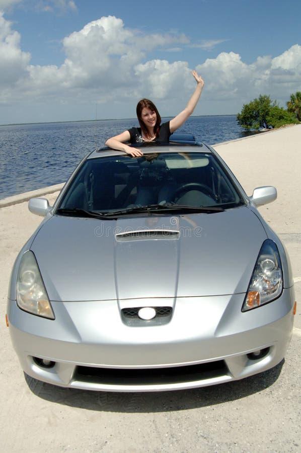 Gestionnaire de l'adolescence avec le véhicule neuf photo libre de droits