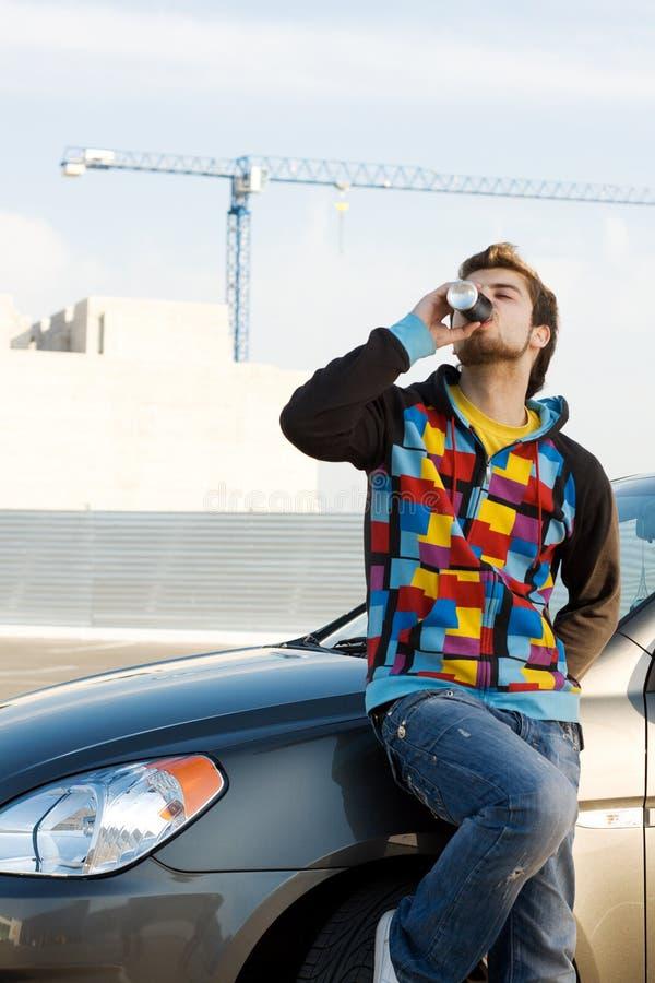 Gestionnaire de véhicule avec une boisson régénératrice photos libres de droits