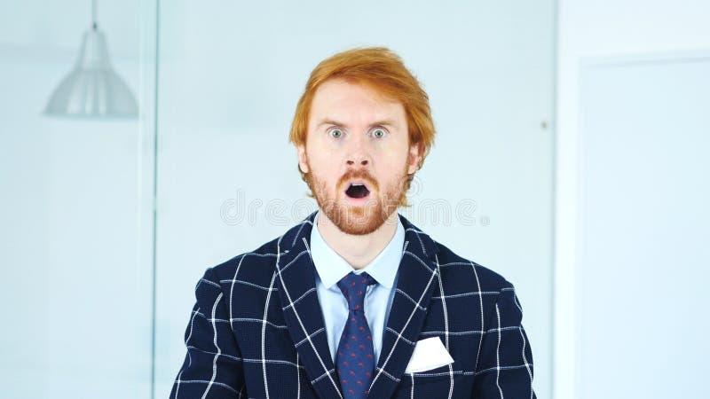 Gesto del choque, sorpresa inesperada para el hombre en barba fotografía de archivo