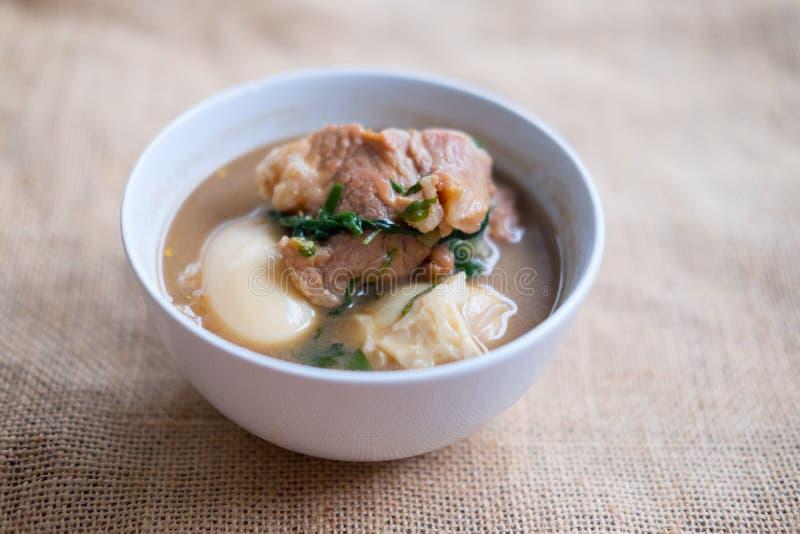Gestoofd gekookt ei met tofu en gestreept varkensvlees stock fotografie