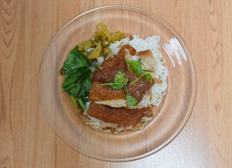 Gestoofd varkensvleesbeen met rijst stock fotografie