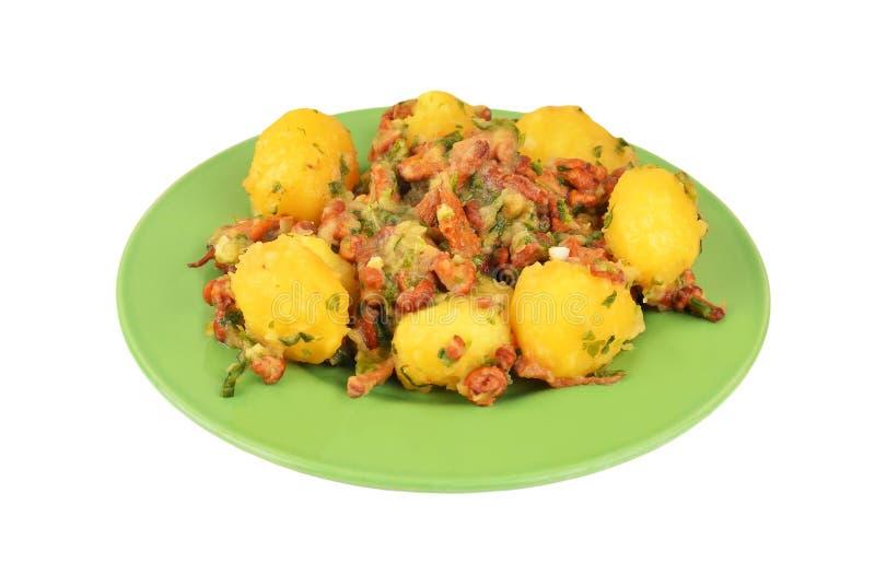 Gestoofde aardappel met cantharel mashroom stock foto's