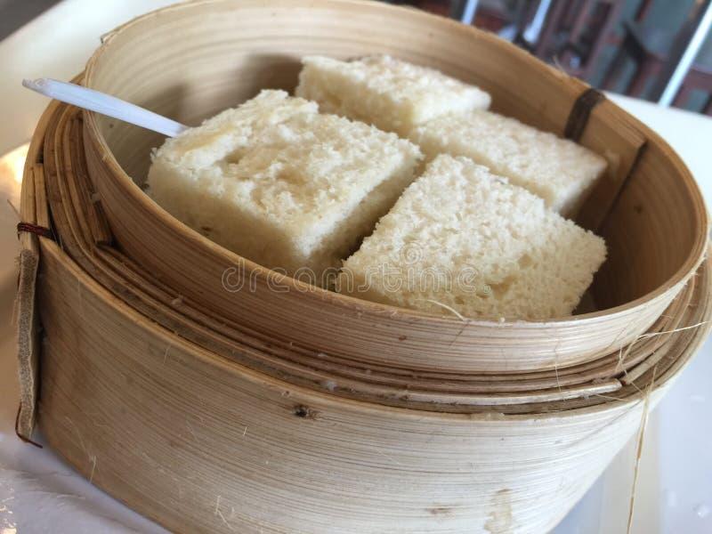 Gestoomd brood in oosterse bamboestoomboot royalty-vrije stock fotografie
