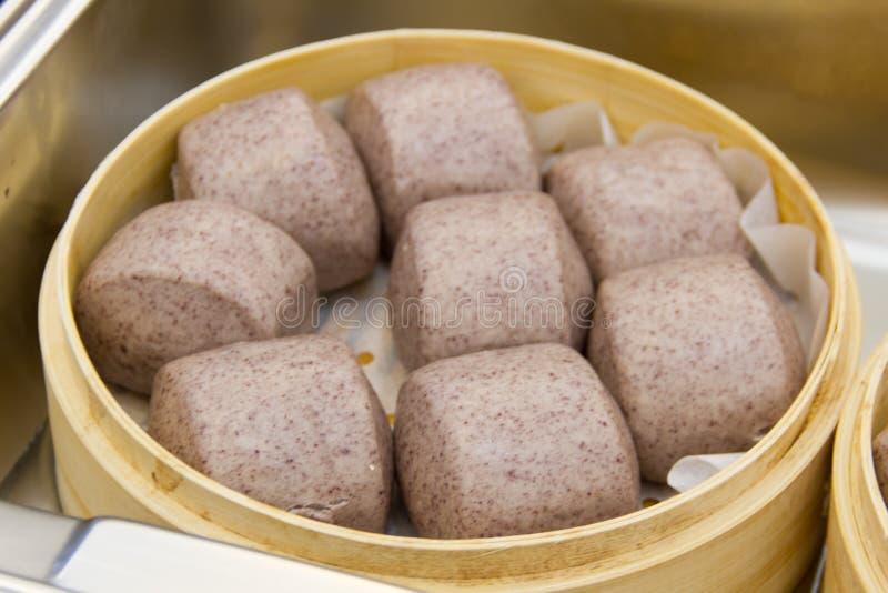 Gestoomd broodje in stoomboot royalty-vrije stock afbeeldingen