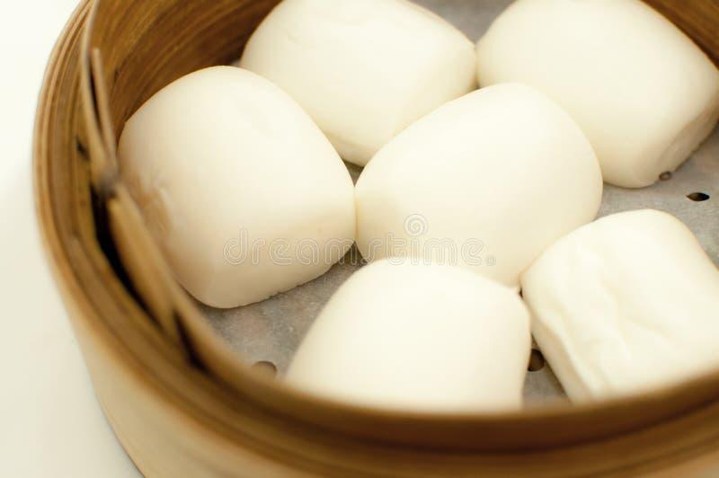 Gestoomd Chinees broodje stock foto's