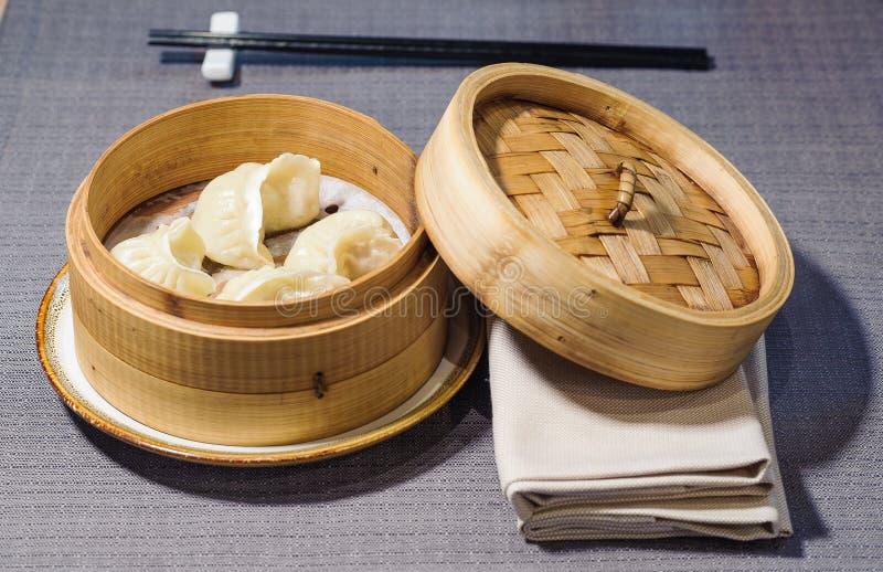Gestoomde vlees-gevulde ravioli, Chinees voedsel stock foto
