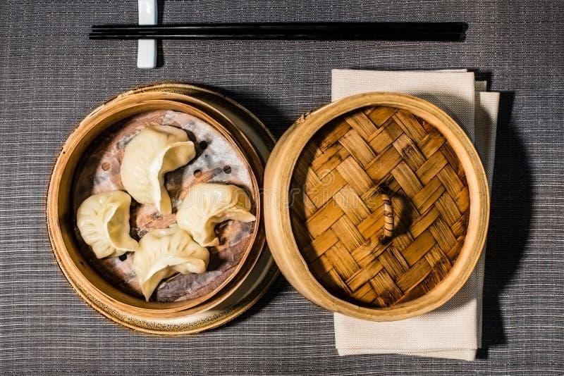 Gestoomde vlees-gevulde ravioli, Chinees voedsel royalty-vrije stock afbeeldingen