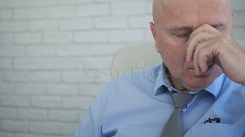 Gestos de mão cansados e desapontados de Image Making Nervous do homem de negócios fotografia de stock royalty free