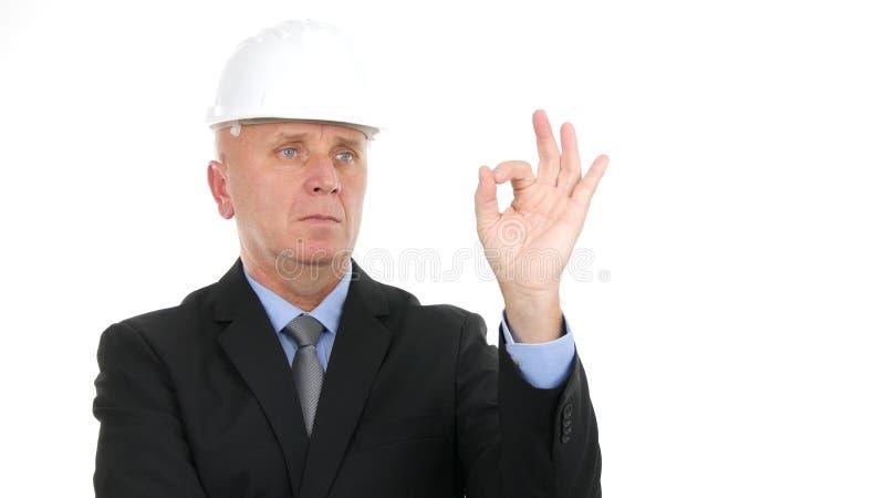 Gestos seguros da aprovação do sinal da mão de Make Good Job do coordenador foto de stock royalty free