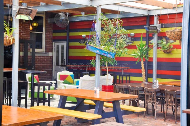 Gestreept met het Hangen van Installaties: De Vissenbar van Clancy in Fremantle royalty-vrije stock foto's