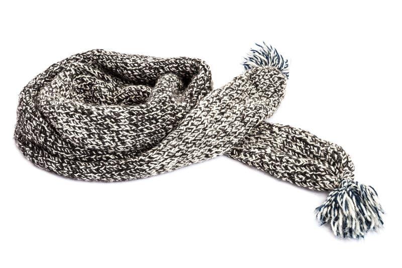 Gestreepte gebreide wollen sjaal op witte achtergrond royalty-vrije stock afbeeldingen