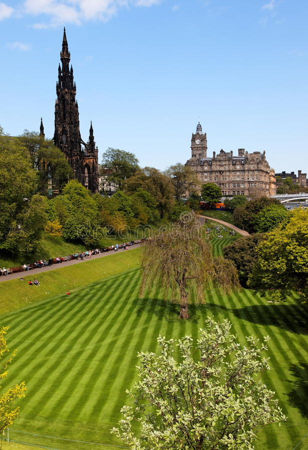 Gestreifter Rasen der Prinzessin Gardens. Edinburgh. Großbritannien. stockfoto