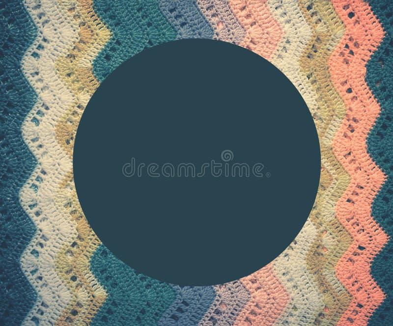 Gestricktes mehrfarbiges Baumwollgewebe in den kalten blauen Tönen Rundes Blaues lizenzfreie stockfotografie