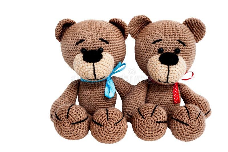 Gestricktes Spielzeug - zwei sitzende Bären stockbilder
